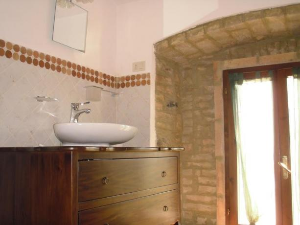 Bagno privato in appartamento a Umbertide con doccia