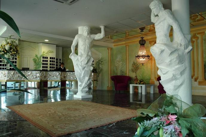 Baia Domizia Hotel con Ristorante sulla Spiaggia