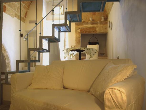Appartamenti a Polignano con salotto con divano