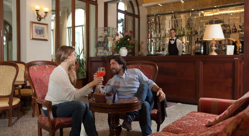 Servizio di ristorazione e soggiorni romantici per coppie