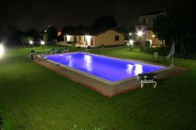 Catene luminose led idee di design per la casa for Bricofer piscine