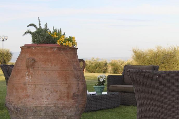 Hotel a Pozzuolo, giardino e piscina vista lago