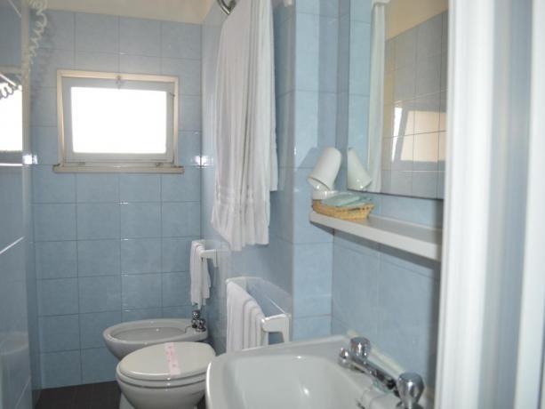 Camera matrimoniale con bagno privato in Hotel Fano