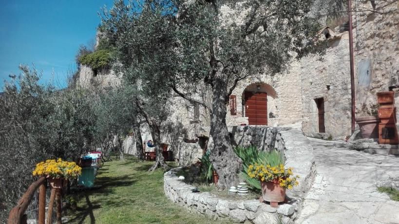 Appartamenti Vacanza all'interno di un borgo storico della Valnerina vicino la Cascata delle Marmore
