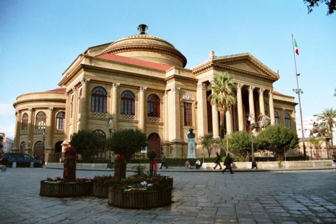 A Palermo hotel 4 stelle vicino Teatro Massimo