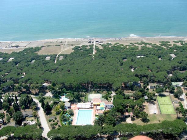 Resort con piscina 50metri dal mare Baia Domizia