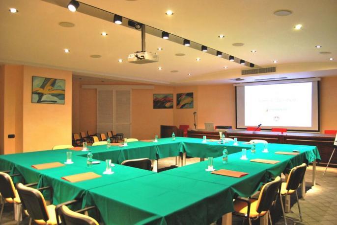 Sala meeting adatta per riunioni e seminari