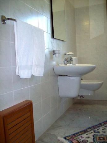Bagno privato in camera familiare Hotel Catania