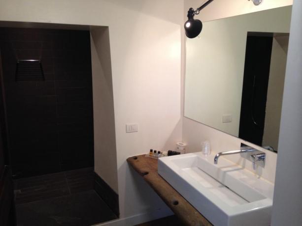 Bagno lussuoso nelle suite