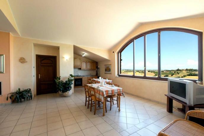 Sala comune vista panoramica ideale per gruppi Marsciano