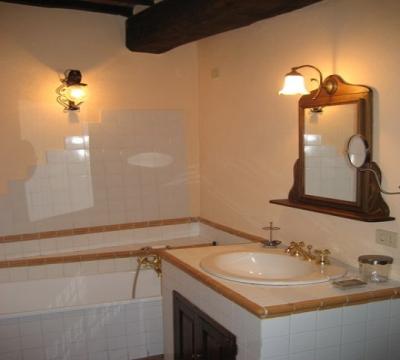 appartamenti vacanza castello bagno con vasca