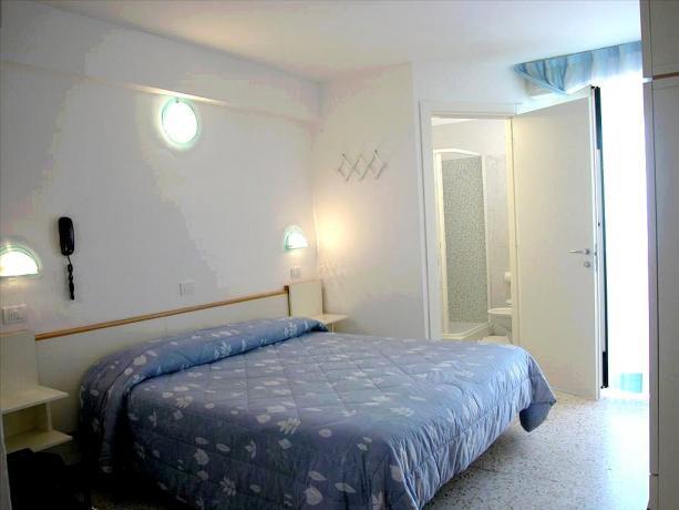 Camera matrimoniale con bagno privato Lungo mare Misano