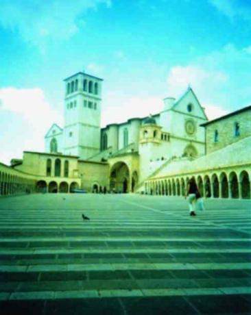 Piazza San Francesco ad Assisi