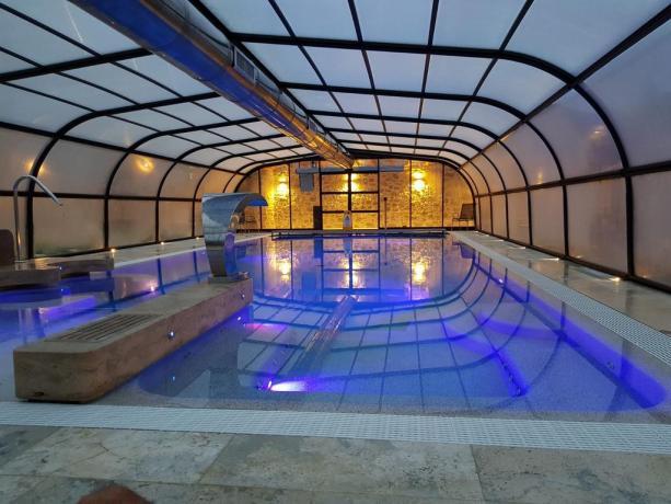 Relax con idromassaggio in piscina riscaldata