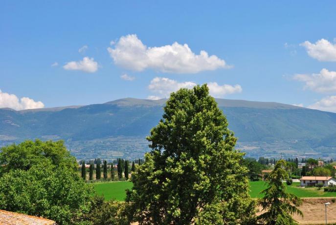Hotel con Vista su Assisi e Monte Subasio
