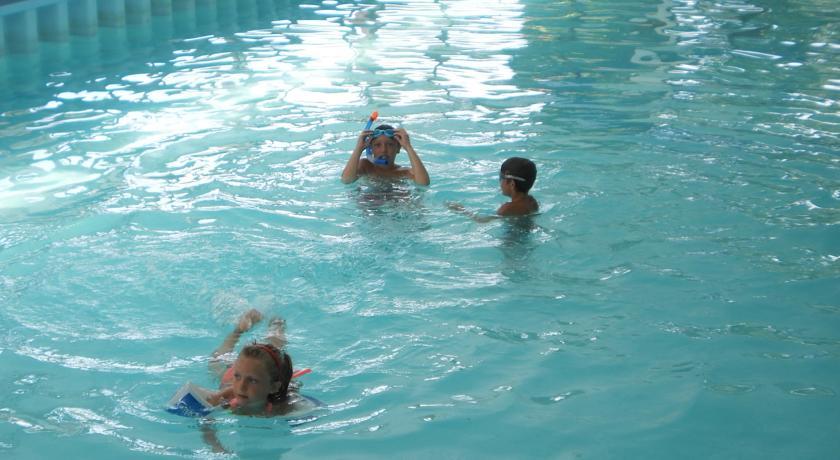 Centro benessere con piscina coperta per bambini
