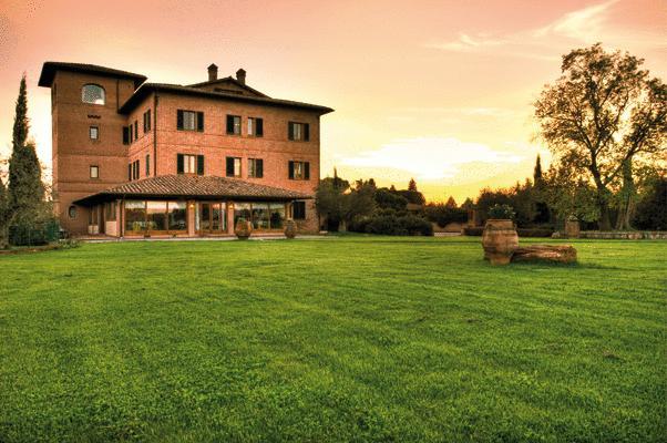 Hotel sul Lago Trasimeno con ampio giardino
