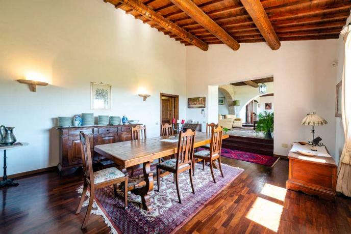 Grande Casale in Umbria tra Perugia e Spoleto con Terrazza Panoramica - ideale per Piccoli Gruppi