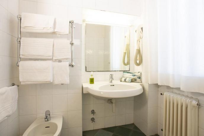 Bagno privato con asciugacapelli e doccia castiglione-della-pescaia