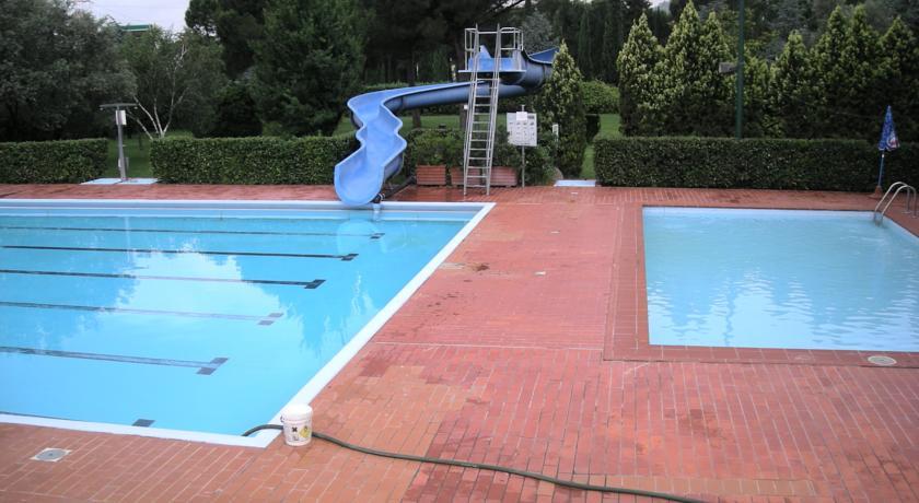 Hotel 4 stelle a firenze con piscine esterne per bambini for Piscine esterne offerte