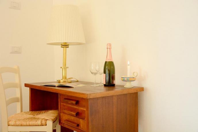 Bottiglia vino in Camera B&B Genzano di Roma