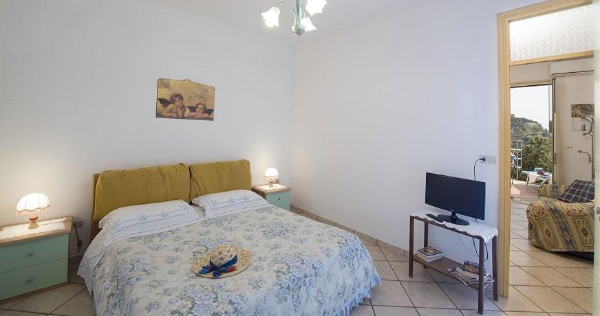 appartamento mansardato con travi di legno, 70mq