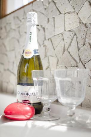 Bottiglia spumante casa vacanze a Vasanello
