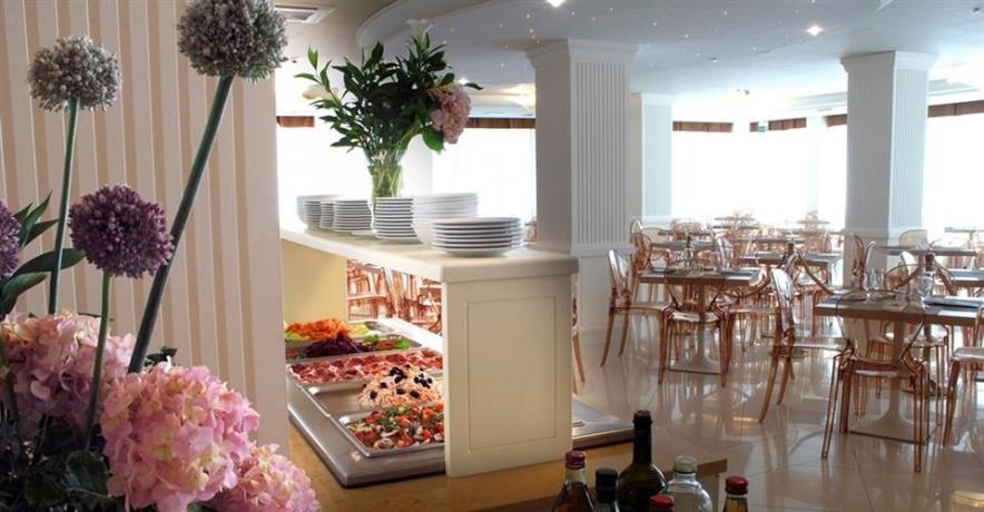 Sala Ristorante con buffet hotel a Cervia
