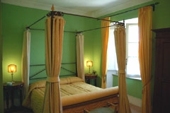 Lisetta junior suite with four poster bed