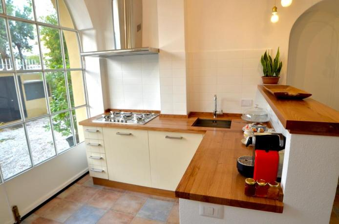 Cucina con angolo cottura B&B Genzano di Roma