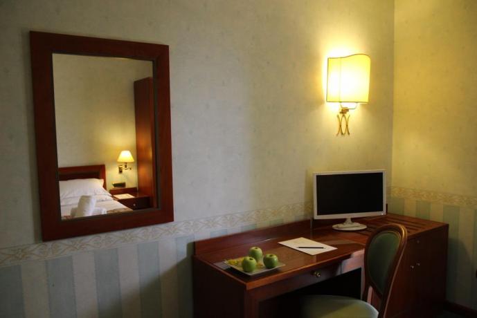 Camera matrimoniale con scrivania e internet gratis