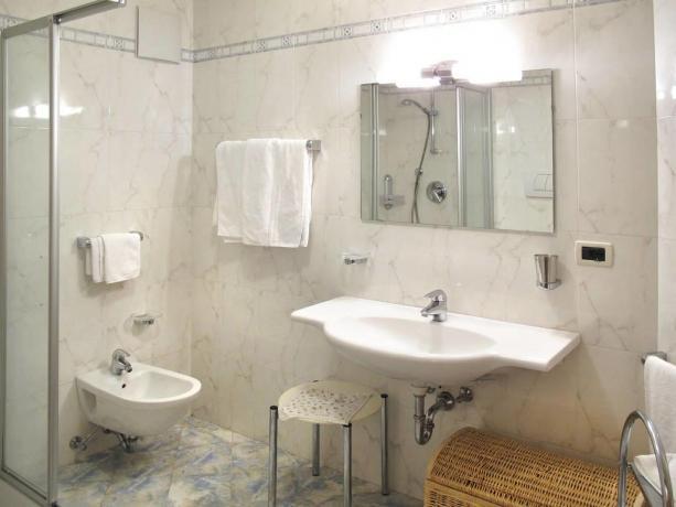 Appartamenti con bagno e box doccia a S.Vigilio