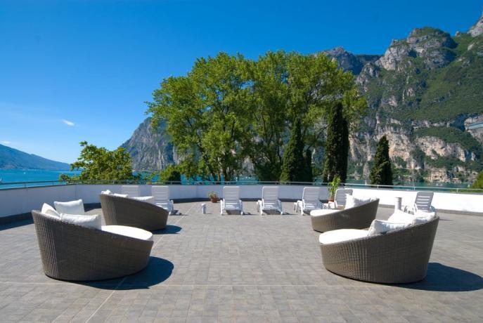 Hotel con terrazza panoramica sul Lago di Garda