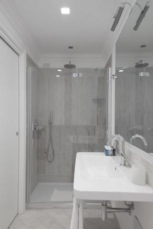 Bagno con doccia camera superior hotel Finale Ligure