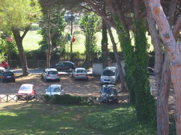 Parcheggio interno scoperto albergo 3 stelle Anzio