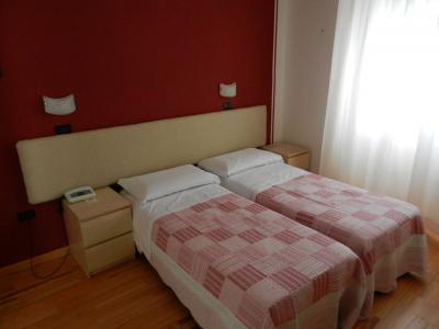Ampia camera doppia letti separati