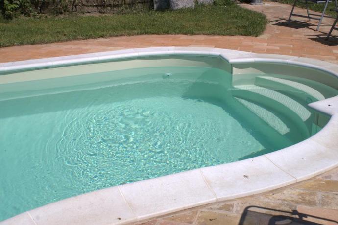 Zona piscina in Villa a Macerata