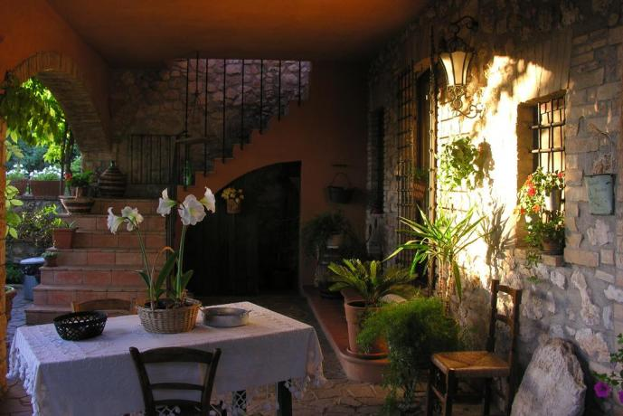 Cortile esterno Bed and Breakfast a Massa Martana