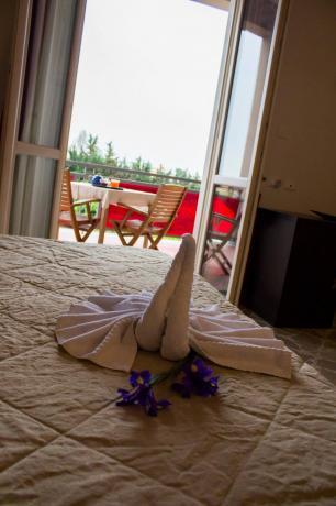 Camera con balcone vista piscina hotel3stelle Trapani