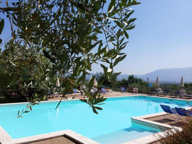 agriturismo-umbria-vicino-assisi-perugia-foligno-con-piscina-solarium-terrazzapanoramica-prodotti-tipici-umbria