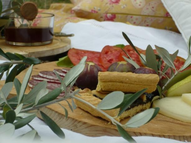 Gustoso pic-nic in giardino Casale a Montecchio