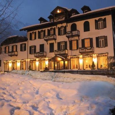 L'hotel a Pejo immerso nella neve