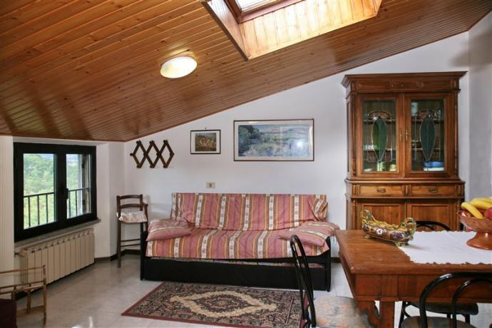 Ginestra: soggiorno con divano letto