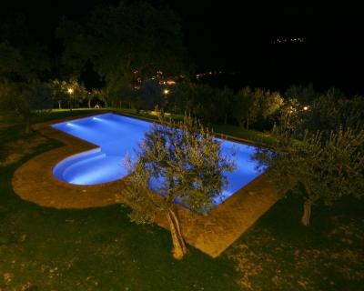 Piscina di notte acqua salata, agriturismo Foligno