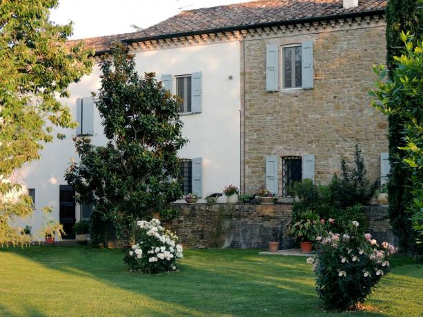 Agriturismo in Umbria con splendido giardino fiorito