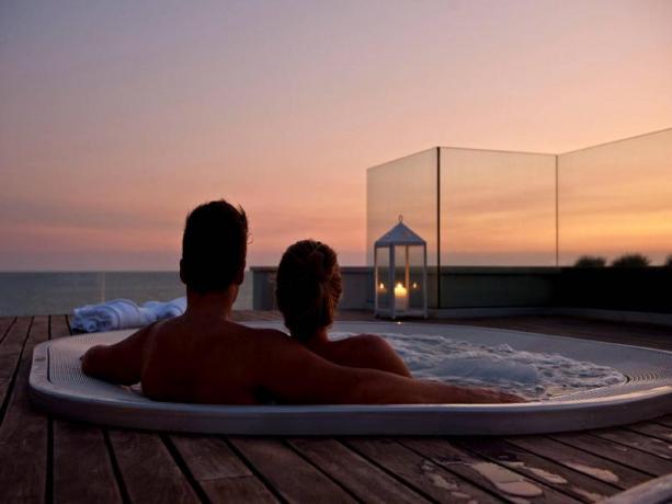 Master Suite vasca idromassaggio fronte mare hotel-4stelle Latina