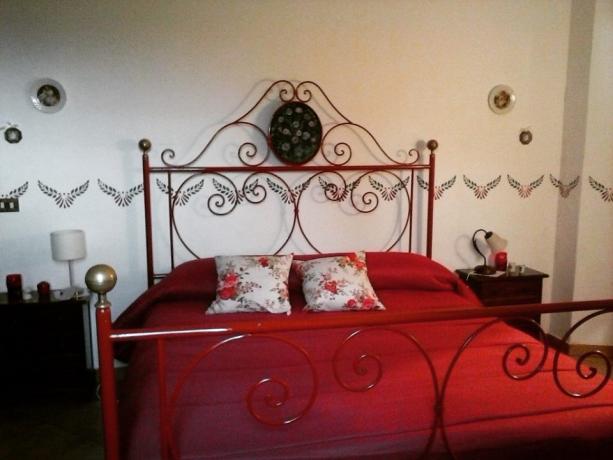 una delle otto stanze da letto