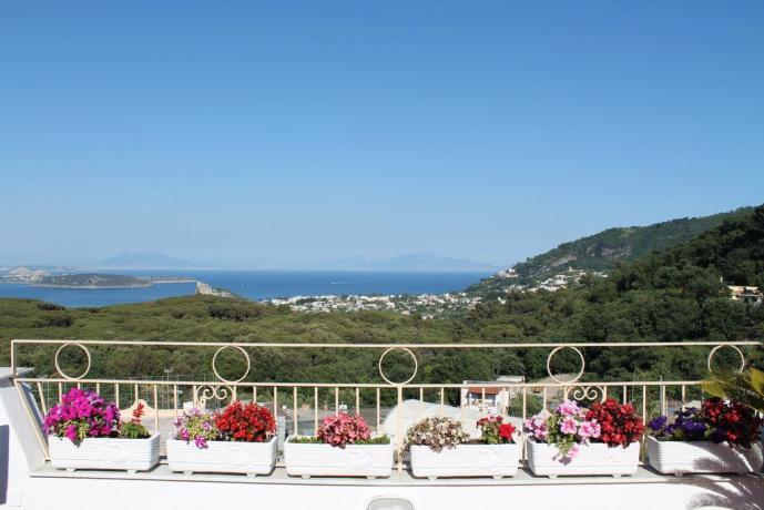 Terrazzo vista mare casa vacanze vicino Ischia Porto