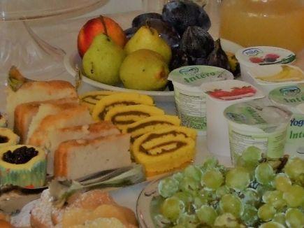 Buffet colazione vicino al Lago di Garda