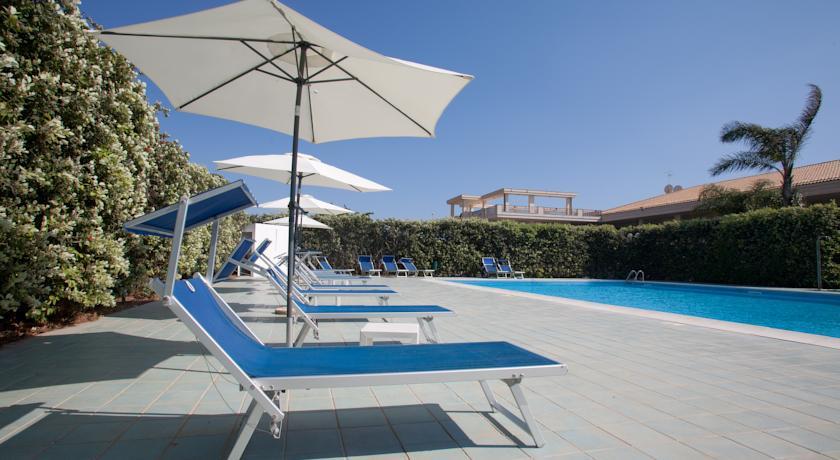 Relax in Piscina al Villaggio di Scoglitti Ragusa